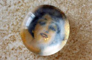 Глиняный кулон с фото