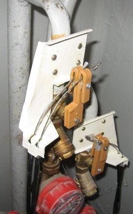 Механическая налаженность для контроля и предотвращения протечки воды