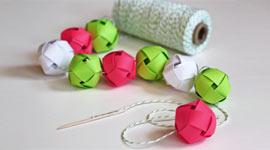 Гирлянда из картонных шаров
