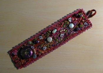 Как вышивать бисером на украшениях?