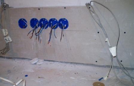 Монтаж электропроводки в квартире в кабель-каналах, штробах своими руками - правила