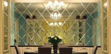 Зеркальная плитка в интерьере комнаты: виды и преимущества материала