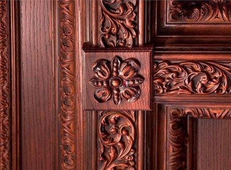 Рисунок на натуральные двери из древесного массива