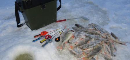 Как устроить ящик для зимней рыбалки.