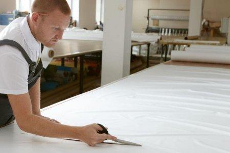 Процесс изготовления и состав натяжных потолков от компании Мелодия Комфорта